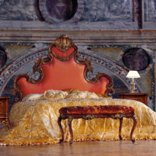 Timeless - Luxury Nights - Letto, comodino, panchetta